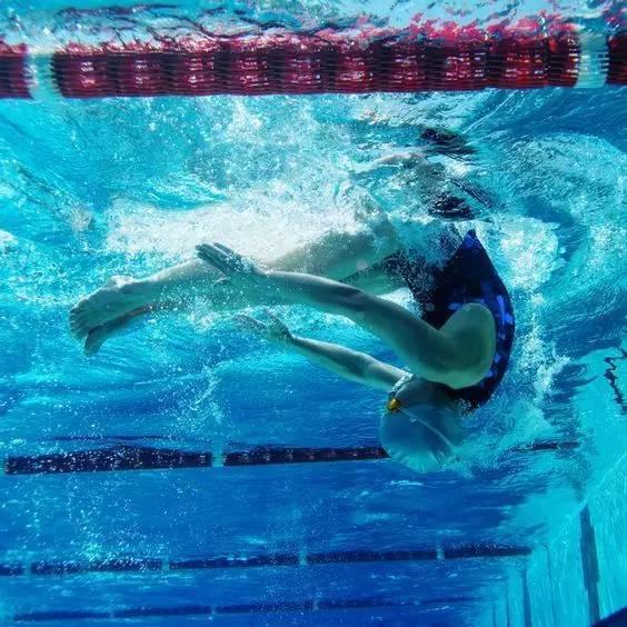 自由泳前翻蹬壁转身,必备技能