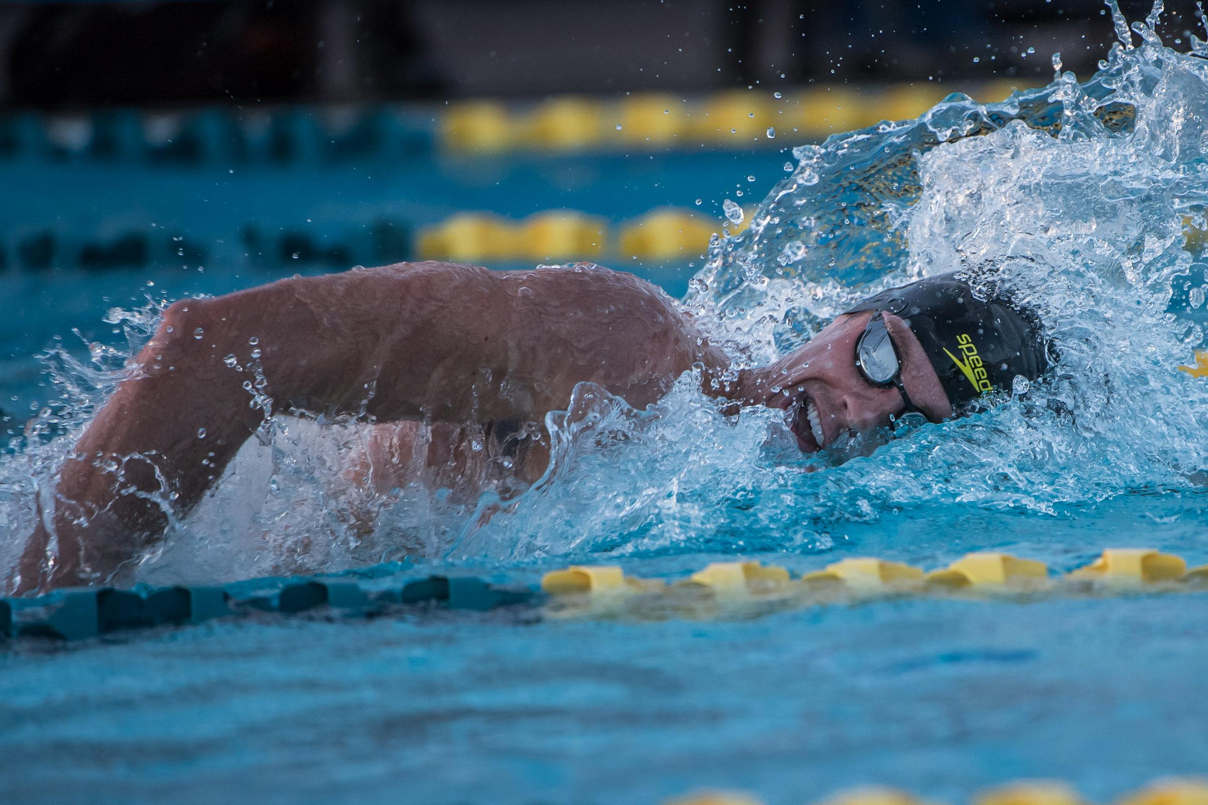 业余级自由泳1500米用时多少合适?